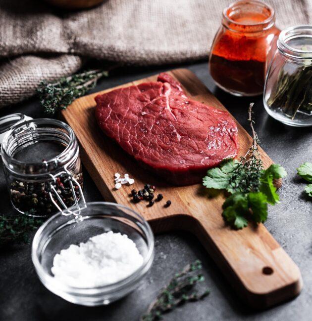 steiks uz dēlīša
