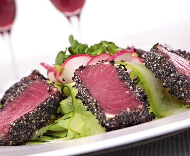 tuncis ar salātiem