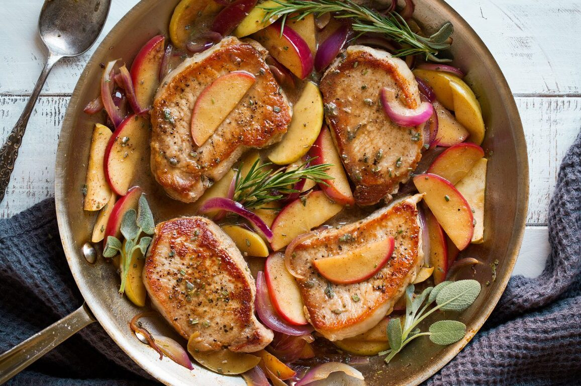 kartupeļi ar ābolu un cūkgaļu