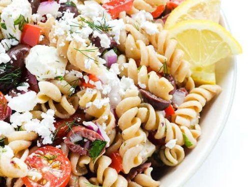 makaroni ar grieķu salātiem
