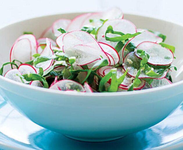 skābeņu un spinātu salāti