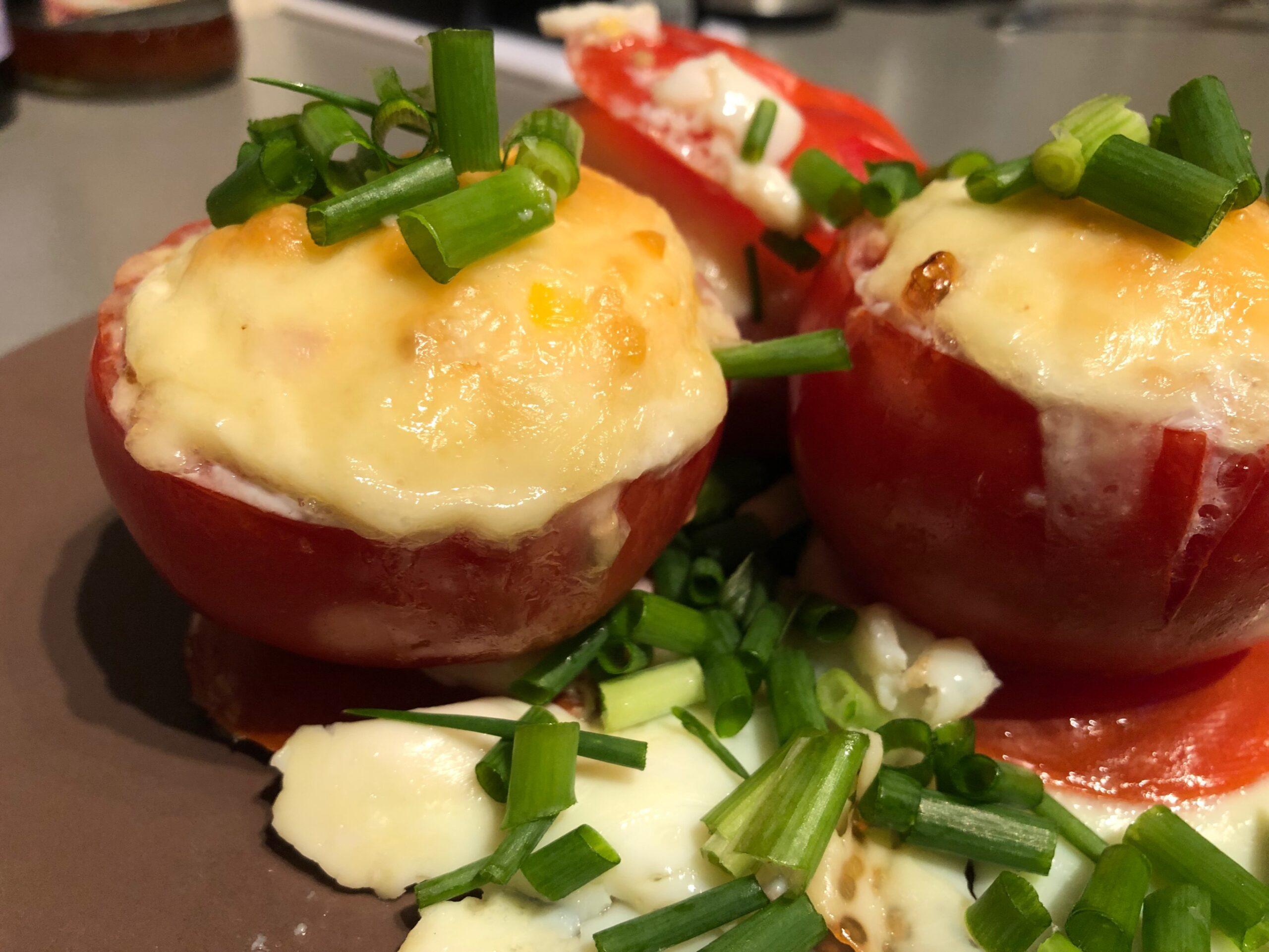 pildīti tomāti ar olu