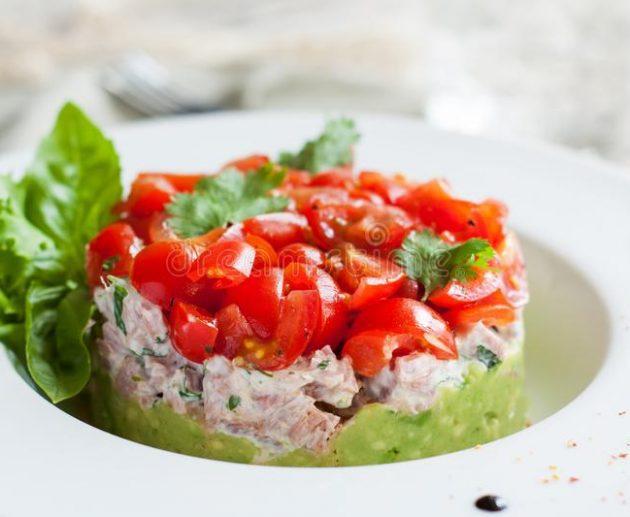 avokado tunča salāti