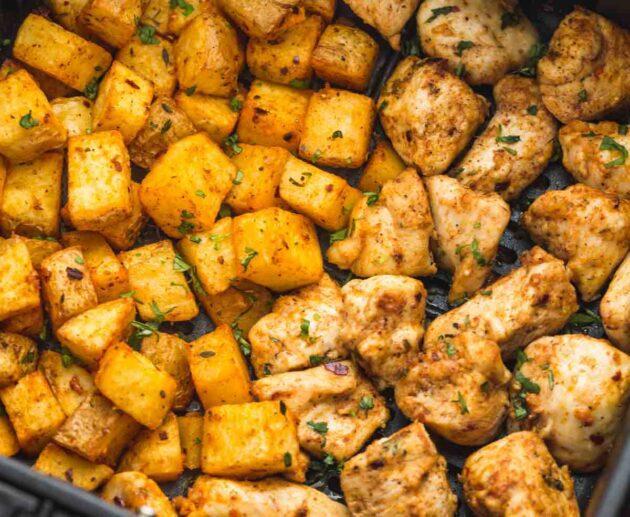 kartupeļi un vistas fileja